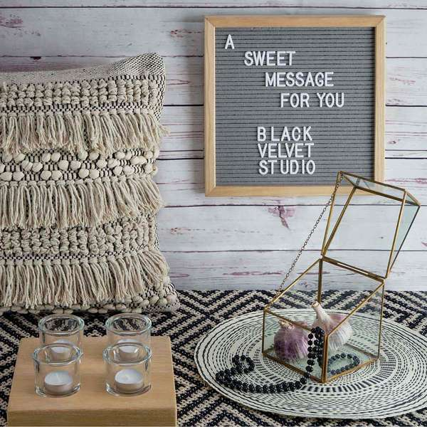 Tablero letras Word madera y fieltro, color natural y gris