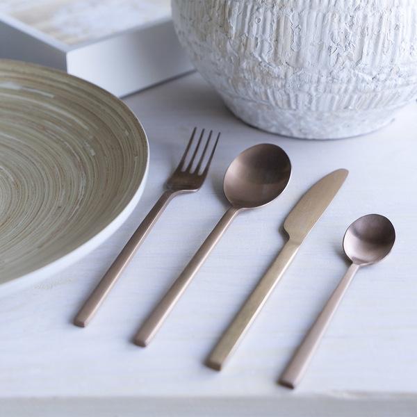 et 4 cubiertos Chic Table acero inoxidable, color cobre, acabado mate, estilo de líneas rectas, últi