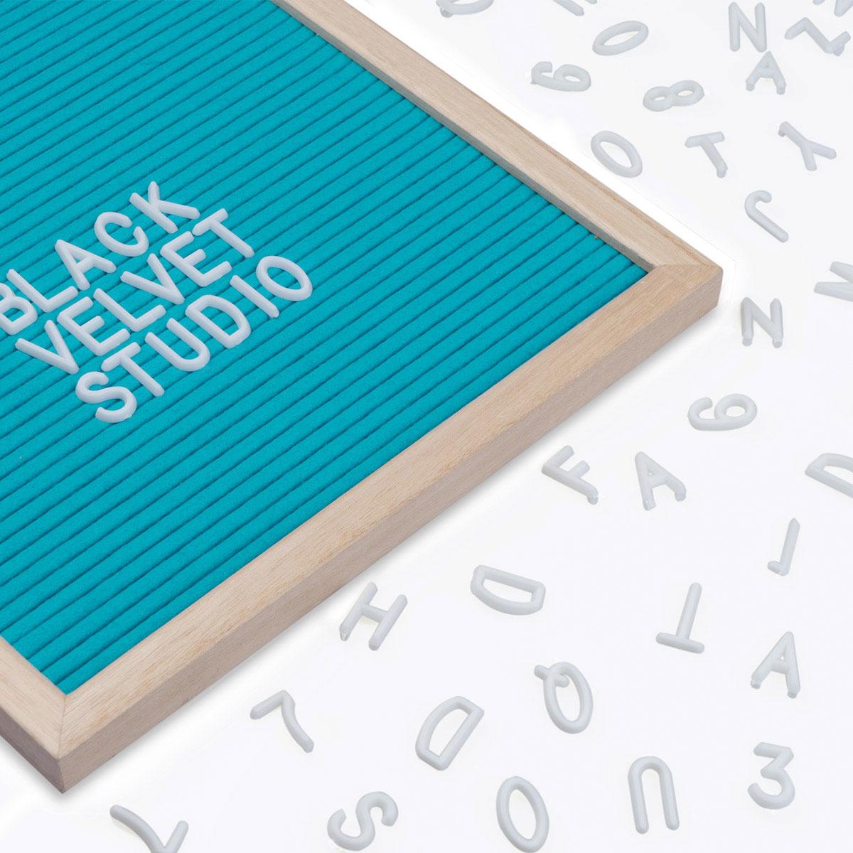 Tablero letras Word, madera y fieltro, color natural y turquesa, rectangular,149 letras, 45x30x2 cm