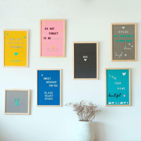 Tablero letras Word, madera y fieltro, color natural y rosa, rectangular,149 letras, 45x30x2 cm