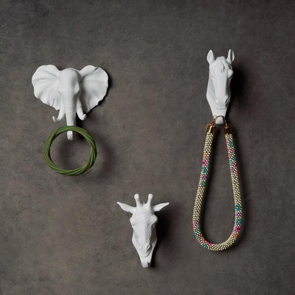 Colgador Elephant, poliresina, color blanco, figura decorativa,11x12x6 cm